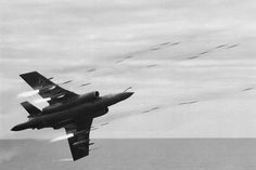 The occasion - the Queen Mother's visit to HMS Ark Royal in 809 NAS put on this demonstration of rocket pod firepower with Aircraft Photos, Ww2 Aircraft, Fighter Aircraft, Military Jets, Military Aircraft, Air Fighter, Fighter Jets, Drones, Blackburn Buccaneer