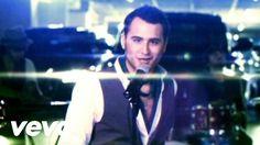 """Reik - Inolvidable =2009 Music video by Reik performing Inolvidable (Video). (C) 2008 SONY BMG Music Entertainment (Mexico), S.A. DE C.V. Descarga """"Un Día Más"""""""