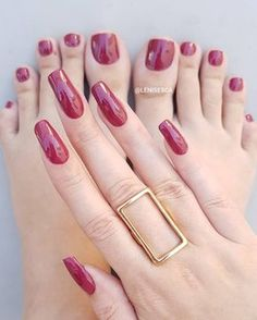 On average, the finger nails grow from 3 to millimeters per month. If it is difficult to change their growth rate, however, it is possible to cheat on their appearance and length through false nails. Long Red Nails, Purple Nails, Pretty Toe Nails, Pretty Toes, Nail Swag, Hair And Nails, My Nails, Rounded Acrylic Nails, Nail Paint Shades