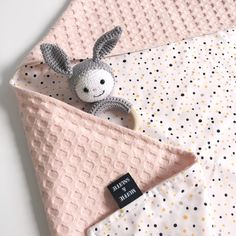 Shawl custom made print ~ Muffie & Snuffie – Baby Utensils Ideas Sewing Machine Projects, Baby Sewing Projects, Bebe Born, Sewing Paterns, Kit Bebe, Cotton Baby Blankets, Sewing To Sell, Baby Towel, Baby Room Design