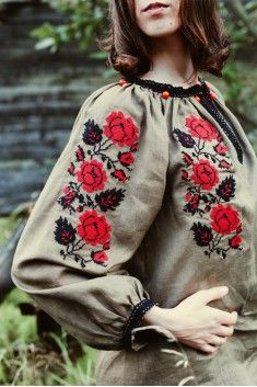 Лляна сорочка кольору хакі з трояндами http://vvl.com.ua/embroidery