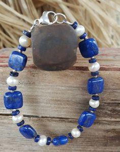 4e0fc0a90813 El es un hermosa natural cuadrado azul lapislázuli de piedras preciosas y  pulsera de perla de
