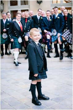 Wedding kilts | Photography © Ian Holmes on French Wedding Style Blog with styling by Fête in France