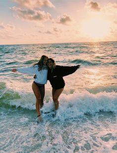 Beach daze always🦋💫 bff pictures, summer pictures, cute beach pictures, cute Cute Beach Pictures, Cute Friend Pictures, Friend Pics, Friend Goals, Beach Sunset Pictures, Tumblr Beach Pictures, Beach Instagram Pictures, Beautiful Pictures, Beach House Pictures