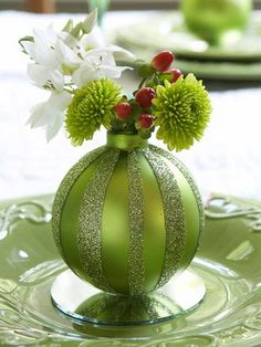 Cute idea for the Holiday table and individual place settings - Gorgeous Christmas Floral Arrangement #HelloGreen