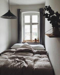 31 Admirable Tiny Bedroom Design Ideas - Several men and women are with the opinion that fine interior designing is often a term only for homes with substantial sized bedrooms. Small Apartment Bedrooms, Small Rooms, Small Apartments, Apartment Living, Small Spaces, Studio Apartments, Apartment Design, Apartment Ideas, Small Master Bedroom