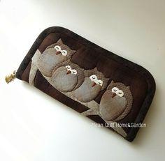 부엉이 Japanese Patchwork, Patchwork Bags, Quilted Bag, Wool Applique, Applique Quilts, Owl Patterns, Quilt Patterns, Owl Purse, Small Sewing Projects