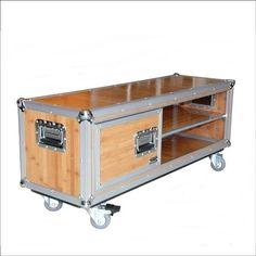 Lowboard Mediabord aus Bambus Flightcase Design
