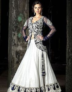 pretty lehenga blouse length is perfecto nt like those really long ones