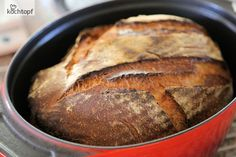 Landbrot aus dem Topf The Brot-Topfback fever has broken out! Sandra has been baking pot loaves or DOpf breads since September, as she calls them. Schelli has recently made a comparison – bread in the pot against superduper Manz. Pot bread has … Homeade Desserts, Croissants, Bread Recipes, Cooking Recipes, German Bread, Country Bread, Breakfast Dessert, Pampered Chef, Sourdough Bread