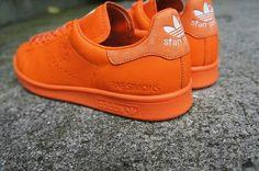 Raf Simons x adidas Stan Smith. Oranje essentials toch?