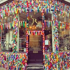 Ribbon shop in Marylebone! London offers little surprises in familiar places, including this little store on Marylebone Lane in the city center.