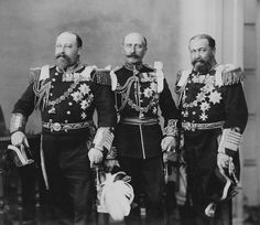 """ Brothers Prince Albert Edward (later Edward VII), Prince Arthur (center), and Prince Alfred (right). Queen Victoria Children, Queen Victoria Family, Victoria Reign, Queen Victoria Prince Albert, Victoria And Albert, Princess Victoria, Princess Louise, Princess Alexandra, Prince And Princess"