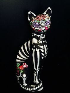 Day Of The Dead Cat Sugar Skull Kitty FIGURE STATUE COLLECTIBLE Ooak Colorful 72… Mexican Skull Art, Mexican Sugar Skulls, Mexican Art Tattoos, Sugar Skull Cat, Mayans For Kids, Sugar Skull Artwork, Day Of The Dead Art, Skull Pictures, Skull Illustration