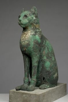 Cat Mummy Case, Egyptian, ca. 700 B. Cats In Ancient Egypt, Ancient Egyptian Religion, Ancient World History, Egyptian Cats, Ancient Artifacts, Ancient Civilizations, Cat Art, Fossil, Sculpture