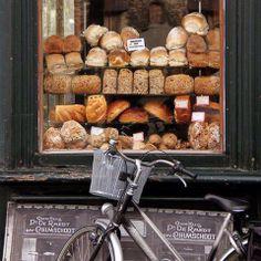 Haftasonu kahvaltısının olmazsa olmazı sıcacık ekmekler..