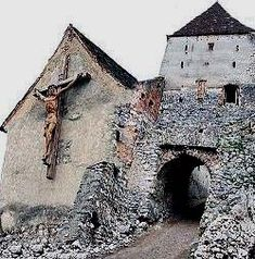 Rasnov Citadel, Transylvania: Reports of paranormal activity include sightings… Scary Places, Mysterious Places, Haunted Places, Abandoned Buildings, Abandoned Places, Haunted Dolls, Haunted Houses, Ghost Hauntings, Paranormal Stories