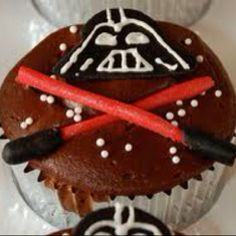 Yummy, delicious looking Darth Vader cupcakes complete with red lightsabers. Where can I buy one of these chocolate goodies? Star Wars Cupcakes, Fun Cupcakes, Star Wars Birthday, Star Wars Party, Birthday Cake, Cupcake Day, Cupcake Cakes, Baby Cakes, Cakes For Boys