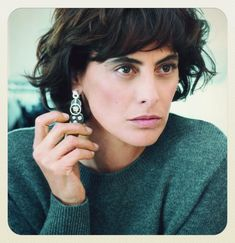 """5,958 mentions J'aime, 103 commentaires - Ines de la Fressange (@inesdelafressangeofficial) sur Instagram : """"Very serious showing off with earrings ! repost @tietoyama credit #Alexiasilvagni for @ellefr"""""""