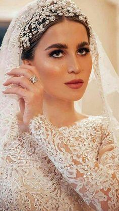 Wedding Tiaras, Wedding Veils, Bridesmaid Saree, Beautiful Evening Gowns, Headpieces, Bridal Makeup, Wedding Portraits, Beautiful Bride, Bridal Dresses