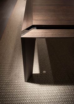 The thermo-treated oak, with its materiality and its veins, is the centrepiece of Thera, an extendable table signed by Marelli Zen Furniture, Woodworking Furniture, Furniture Design, Dining Room Table Decor, Dining Table Design, Dining Tables, Cabinet Door Hardware, Picnic Table Plans, Joinery Details