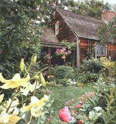 little house little garden oh so shabby chic Tasha Tudor's House Tudor Cottage, Tudor House, Cozy Cottage, Witch Cottage, Dream Garden, Home And Garden, Vie Simple, Cabins And Cottages, Cabins In The Woods