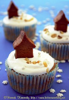 Minature Gingerbread House Cupcakes by Bitter-Sweet-, via Flickr