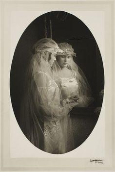 MIRRORED: Bridal portrait, St. Louis, Missouri. Photograph by Martin Schweig,1911. Image © Harvard Art Museums