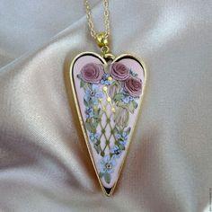 Кулон в подарок с вышивкой Шёлковое сердце