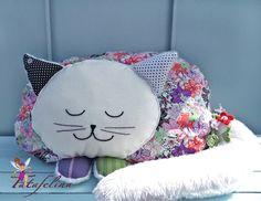 Dekokatze   Kissen Katze Primavera von Fatafelina auf DaWanda.com
