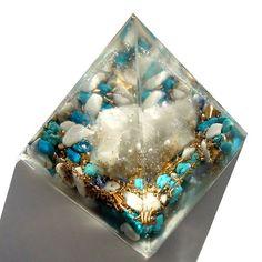 オルゴナイトのオブジェ ピラミッド 水晶 5×5cm