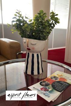 Esprit Fleurs propose également de la location florale pour les professionnels ou les particuliers. Boutique Esprit, Location, Planter Pots, Flowers, Plant Pots
