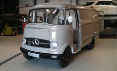 Mercedes-Benz Traces Lineage of Sprinter with Restored 1960 Panel Van. This is kinda cute. Mercedes Camper, Mercedes Benz Vans, New Mercedes, Benz Sprinter, Sprinter 312, Mercedez Benz, Jeep 4x4, Classic Trucks, Old Trucks