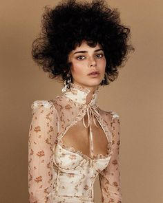 Vogue Magazine Catches Backlash for Featuring Kendall Jenner in Afro Vogue Fashion, Runway Fashion, Fashion Trends, Street Fashion, Kendall Jenner Photoshoot, Looks Party, Magazine Vogue, Fairy Skirt, Vogue Us