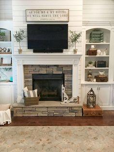 Comfy Farmhouse Living Room Design Ideas (36)