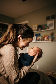 tips on taking your own lifestyle newborn photos at home/in the hospital. warm, authentic, lifestyle, in-home newborn photos Mother Baby Photography, Funny Baby Photography, Lifestyle Newborn Photography, Grunge Photography, Urban Photography, White Photography, Newborn Family Pictures, Family Photos With Baby, Newborn Baby Photos
