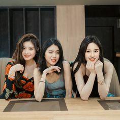 Kpop Couples, Jennie Kim Blackpink, Beautiful Girl Photo, Park Chaeyoung, 90s Aesthetic, K Idol, Anime Art Girl, Friend Pictures, Hush Hush
