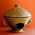 Museo de Mallorca. Calienta viandas de cerámica vidriada, del siglo IX, de…