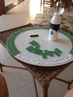 Make a Mosaic Table Top Mosaic Tile Designs, Mosaic Tile Art, Mosaic Crafts, Mosaic Projects, Mosaic Glass, Stained Glass Patterns, Mosaic Patterns, Mosaic Tray, Mosaic Flower Pots