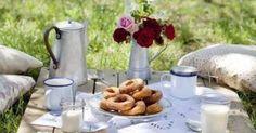 Meuble de jardin en palette de bois   Picnics, Tables and Donuts