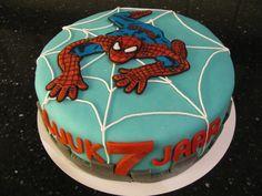Spiderman taart Gevuld met: slagroom en aarbeienjam