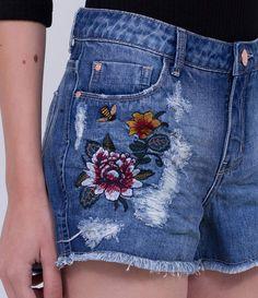 Short feminino Modelo boyfriend Com puídos Bordado Marca: Blue Steel Tecido: Jeans Composição: 100% Algodão Modelo veste tamanho: 36 Medidas da modelo: Altura: 1,75 Busto: 79 Cintura: 60 Quadril: 86 COLEÇÃO VERÃO 2017 Veja outras opções de shorts femininos.
