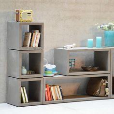 BETON BOXX Das Boxx Regal aus der Serie Beton von Jan Kurtz ist ein vielseitig verwendbarer offener Würfel oder Rechteck. Drinnen wie draußen einsatzbereit hinterläßt Boxx einen massiven Eindruck.
