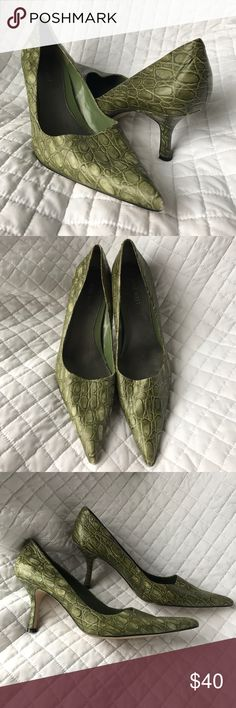 """Green Crocodile Hendleo Leather Pointy Toe Pumps Unique and funky! 3"""" heels. Overall in excellent condition, having some light wear. Please look over all the photos and let me know if you have any questions! All of my items come from a clean, smoke-free home! Check my closet for more items and save when you bundle! Nine West Shoes Heels"""
