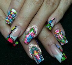 Neil art with a mandala pattern. Gold Gel Nails, Toe Nails, Pretty Nail Designs, Nail Art Designs, Wonder Nails, Crazy Nails, Nail Art Hacks, Fabulous Nails, Flower Nails