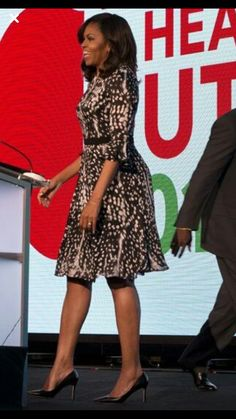 First Lady Michelle Obama Michelle Obama Fashion, Michelle And Barack Obama, Barack Obama Family, Obamas Family, Dress Outfits, Fashion Dresses, Dress Up, American First Ladies, Black Celebrities