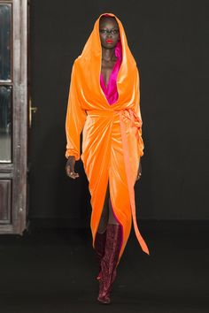 Show stopping orange! Ronald van der Kemp Fall 2018 Couture Collection - Vogue