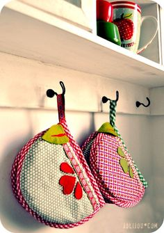 I've seen these potholders before, but never embelished so cute