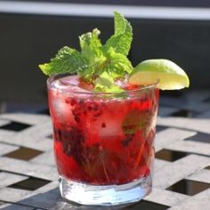 Whisky Blackberry Ginger Beer - A refreshing and strong summer drink.