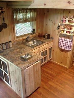27 Small Cabin Decorating Ideas and Inspiration   Kitchen Design     Tiny kitchen